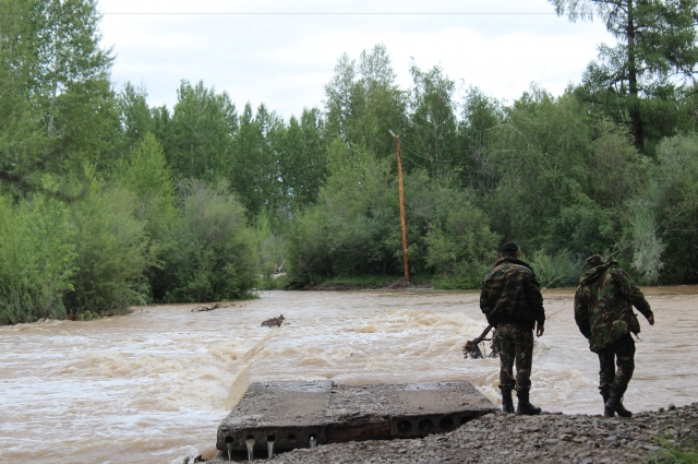 Река вышла из берегов.