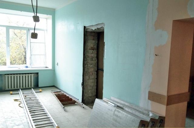 Внутри тоже всё должно измениться - современные материалы, качественная электропроводка, просторные и светлые коридоры.
