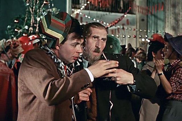 Согласившись участвовать в «Карнавальной ночи» Эльдара Рязанова, Филиппов позже крайне пожалел, что сыграл этого  лектора-зануду. 1956 г.