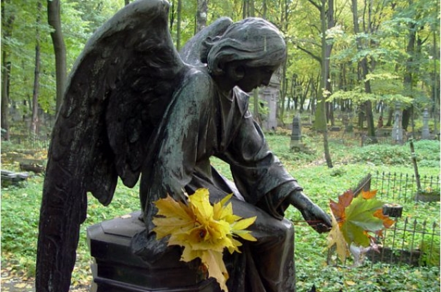 На кладбище паломники окажутся на похоронах Некрасова.