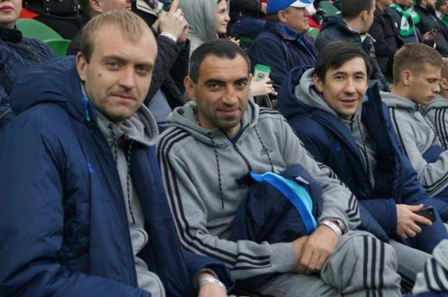 Антон Хазов  (в центре) и Дмитрий Полянин (справа) пострадали из-за своего профессионализма.