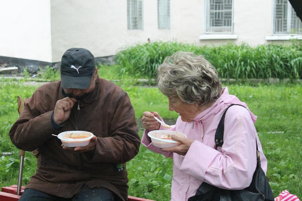 Чтобы накормить тех, кто бедствует, тоже деньги нужны
