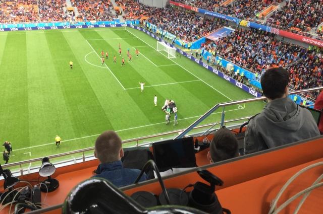 Уругвайцы празднуют победный гол Хименеса в матче с египтянами (вид с медиатрибуны).