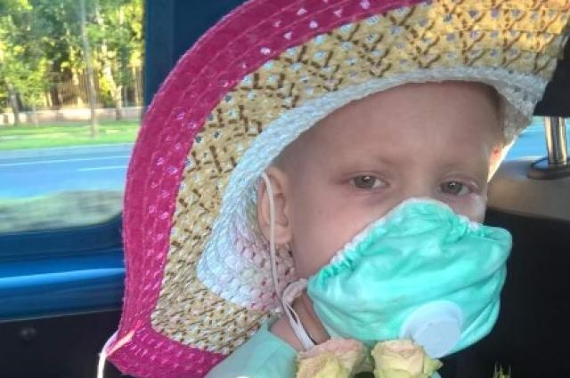 Вероника стойко перенесла химиотерапию и пересадку костного мозга.