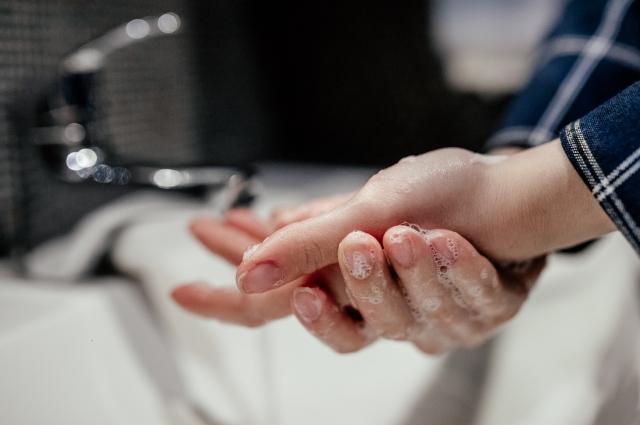 В сезон инфекций нужно чаще мыть руки с мылом.