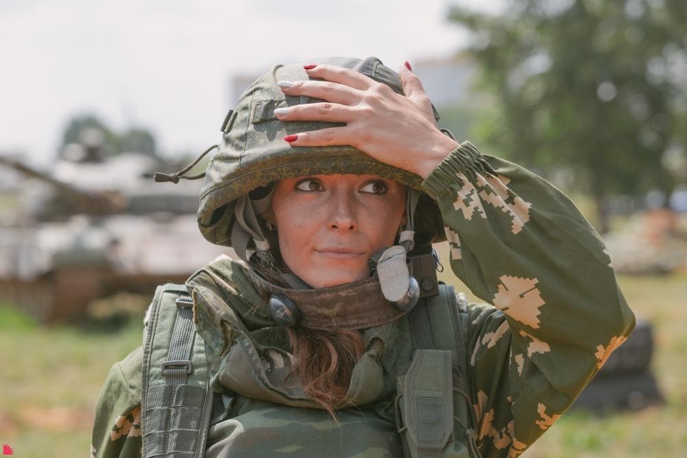 Приколы из армии - это отдельный вид юмора. Но играть в лазертаг только лишь в качестве разминки к бою - совсем не смешно.