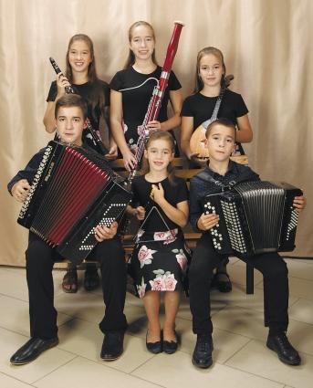 Семейный ансамбль Коноваловых – лауреат многих конкурсов.