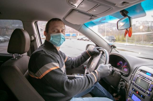 Водители обязательно используют средства индивидуальной защиты – маски и перчатки.
