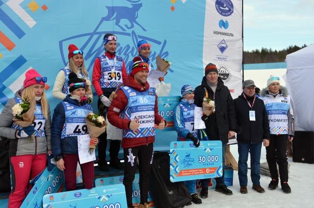Победителям среди мужчин и женщин вручали по 100 тыс. рублей, занявшим второе место – по 70 тыс. рублей, третье – по 50 тыс. рублей.