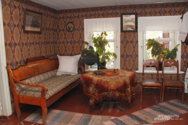 Комната деда Василия Каширина. За кадром осталась знаменитая енотовая шуба.