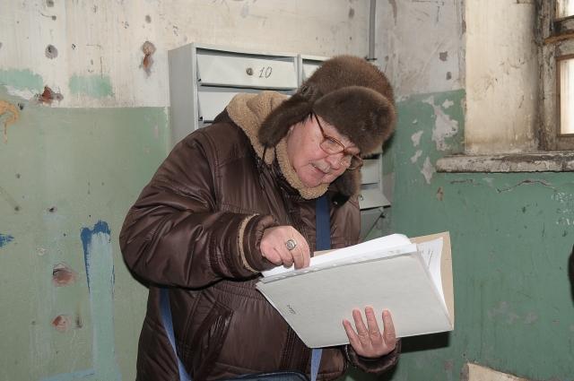 Людмила Бочкарёва ведёт учёт документам.
