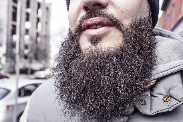 Как только растительность на лице обретает солидный вид – бегом к парикмахеру, советует пермяк.