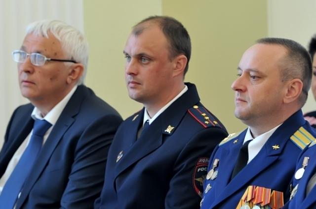 Посередине - Александр Маслобойщиков.