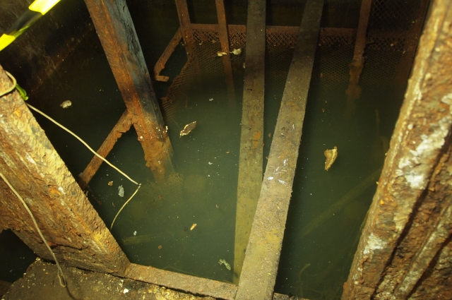 Часть помещений бункера до сих пор затоплены.