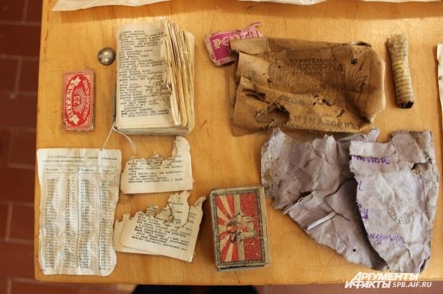 Археологи нашли старые газеты и письма полевой почты.