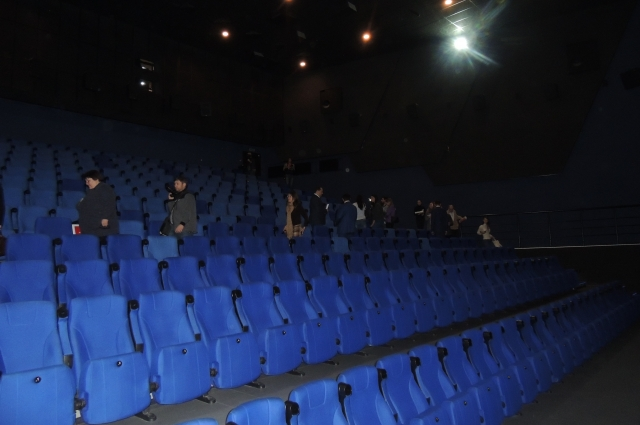 Зал рассчитан почти на 300 человек.