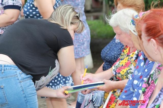 Божковцы собрали подписи за сохранение больницы в хуторе.