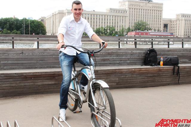 Чемпион мира и сам не прочь иногда прокатиться по городу на обычном велосипеде