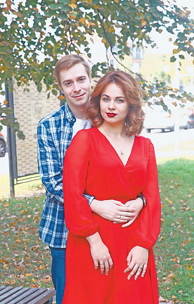 «На Нахимовском проспекте родилась наша семья»,– рассказывают супруги-пианисты Златины.