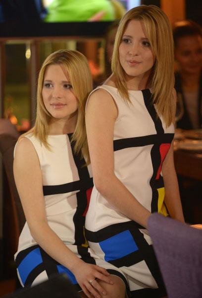 Певицы Мария и Анастасия (справа) Толмачёвы на российском pre-party международного песенного конкурса Eurovision в Москве