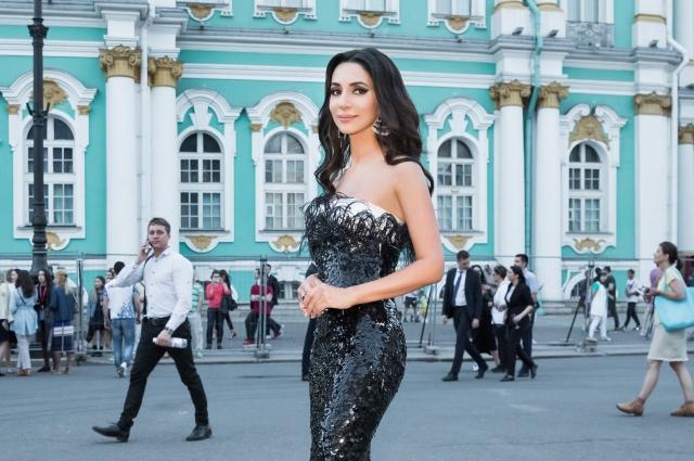 Зара часто выступает в родном Петербурге.