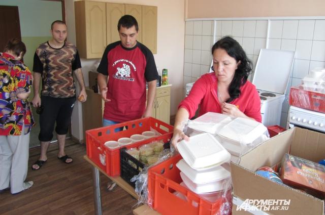 Беженцам из Украины в Калининграде помогали волонтеры и обычные люди.