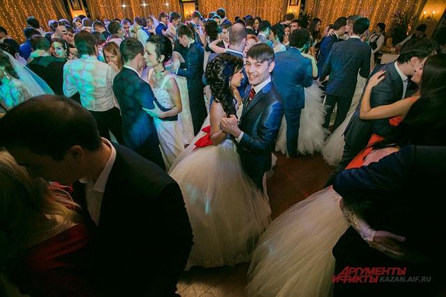 Венский бал молодоженов в Казанской Ривьере, 2015, свадебные пары, свадьба, пара, мужчина и женщина