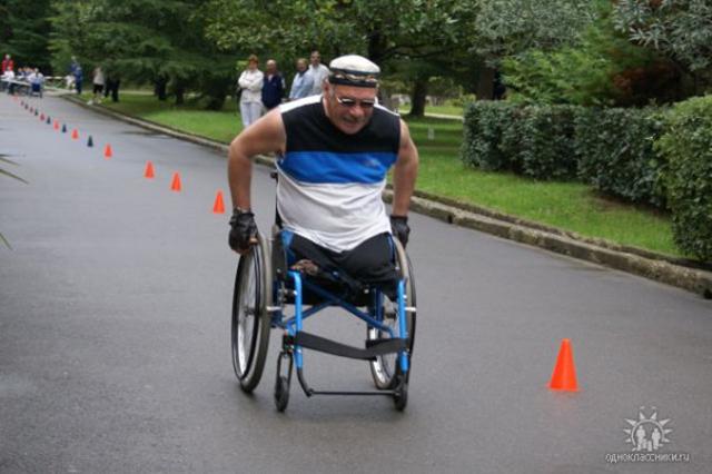 Вячеслав принимал участие в гонках на инвалидных колясках.