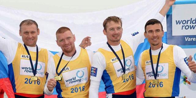 Артем Косов (второй слева)