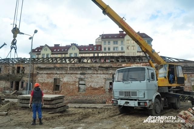 Территорию исторического комплекса обещают сдать в эксплуатацию в конце года.