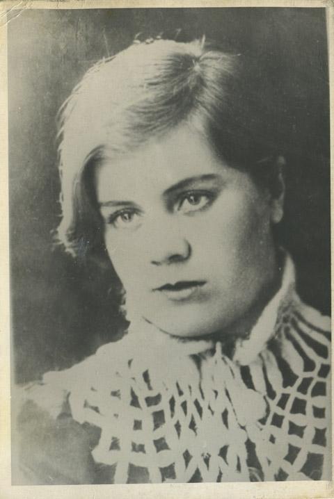 По легенде, Вера была той самой моделью, с которой Иван Шадр создавал свою знаменитую скульптуру  «Девушка с веслом».
