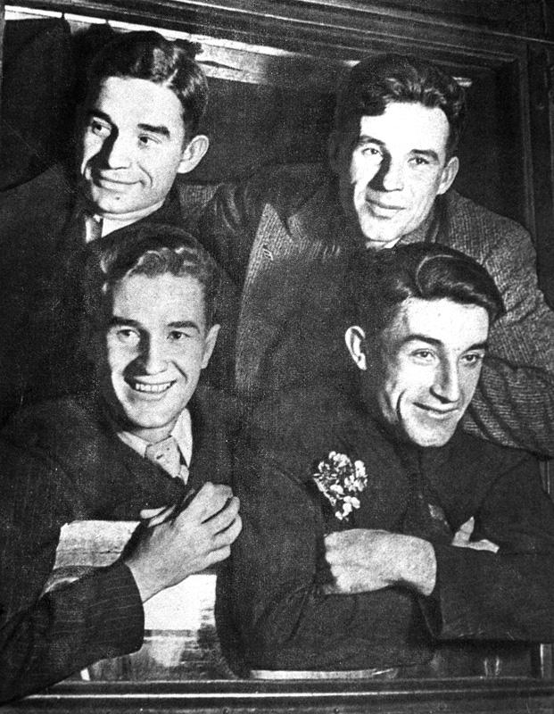 Братья Старостины, 1936 г. Внизу слева направо: Петр иАндрей, вверху слева направо: Николай иАлександр.