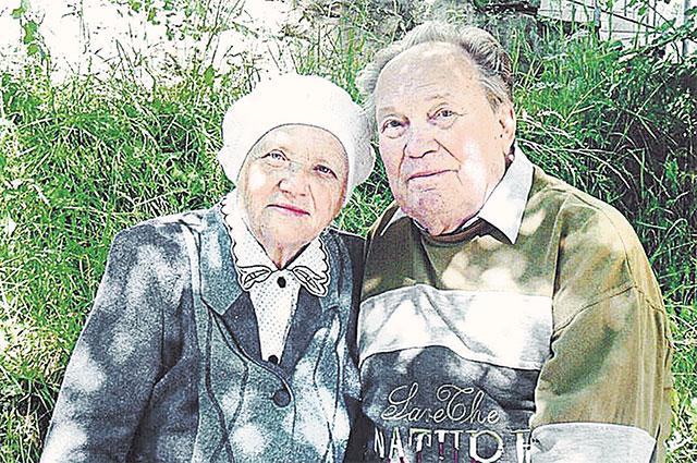 Познакомились будущие «ветераны брака» на совхозных грядках.