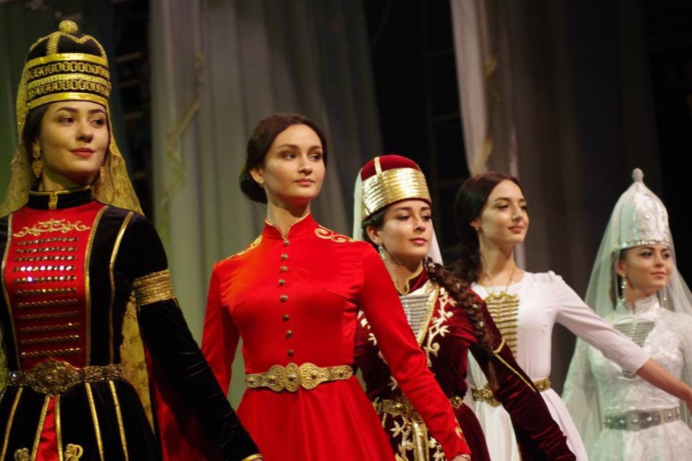 Участницы конкурса «Черкешенка».
