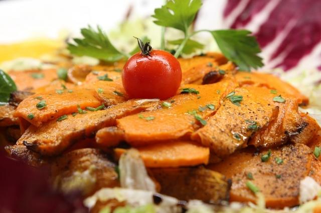 Салат из тыквы готовится всего за 15 минут.