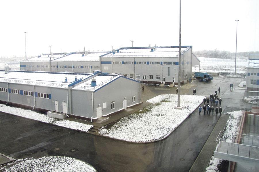 На территории базы разместились 23 здания и сооружения.