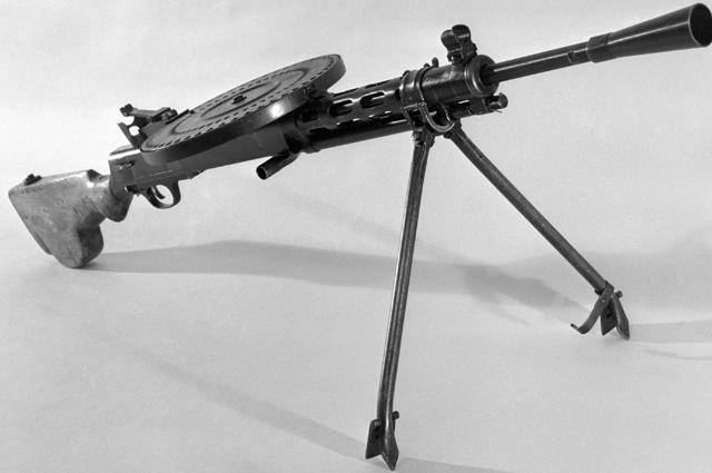 Пулемет конструкции Василия Алексеевича Дегтярева образца 1927 года из фондов Центрального музея Вооруженных Сил СССР.