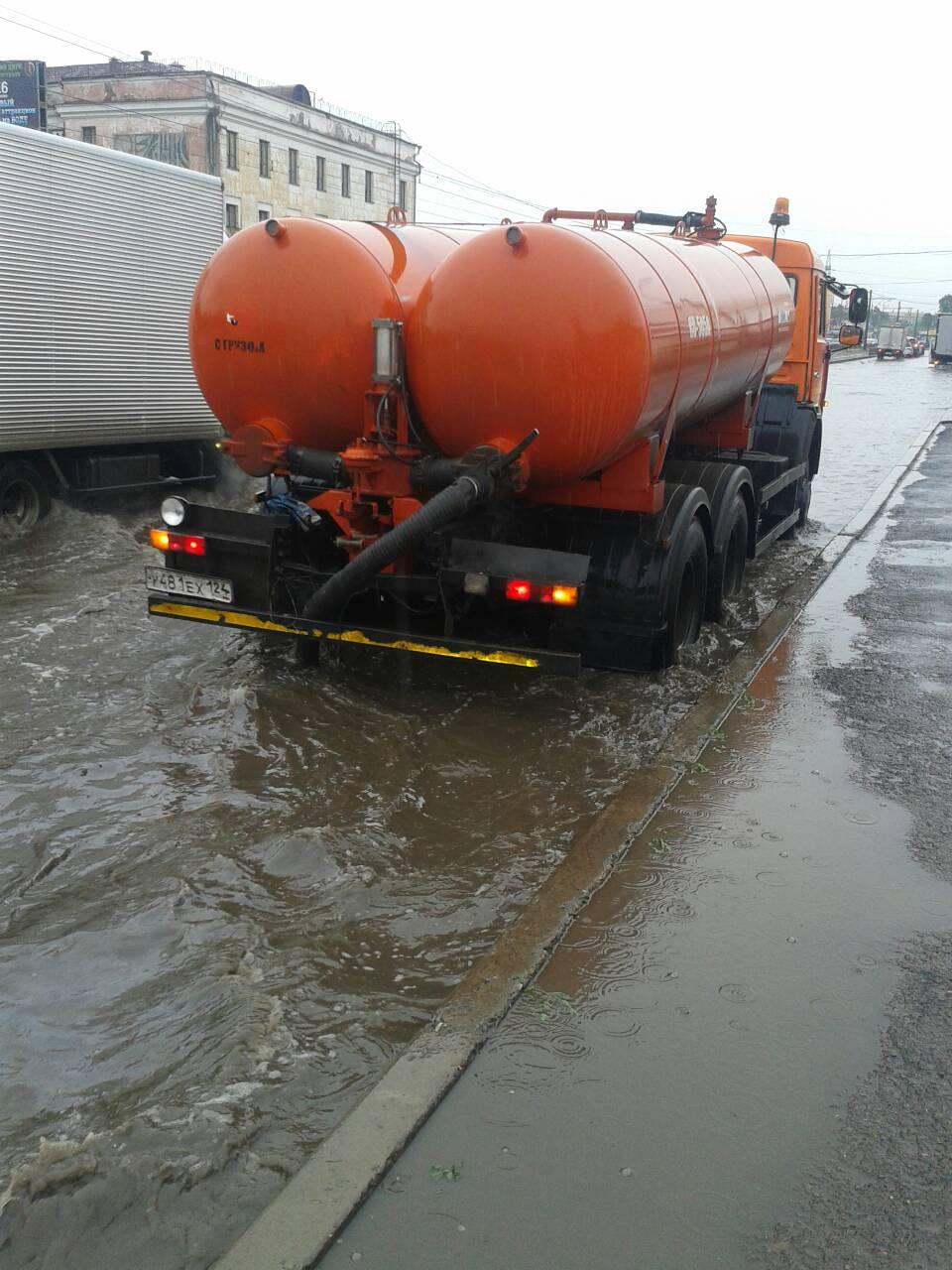 Откачивание дождевой воды в Красноярске