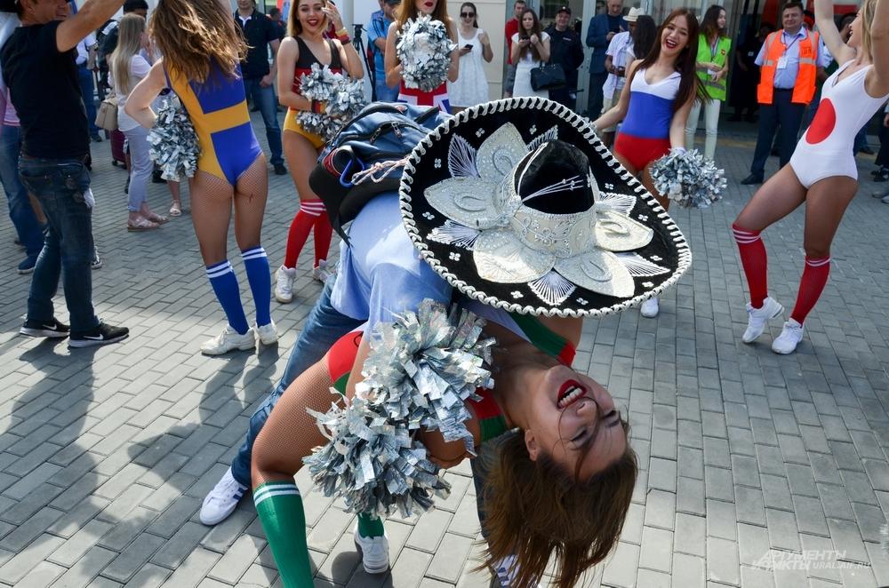 Болельщики Мексики и Швеции в Екатеринбурге