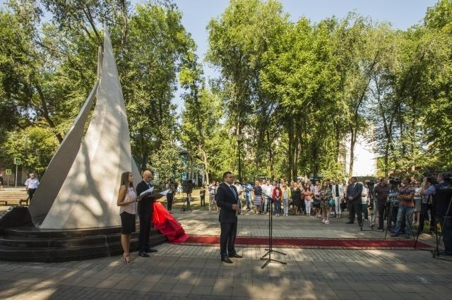Трудовой подвиг первых газовиков увековечила стела, установленная в Самаре на Аллее Трудовой Славы