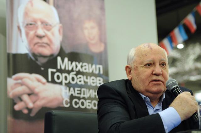Первый президент СССР Михаил Горбачёв во время презентации своей новой книги «Наедине с собой». 13.11.2012