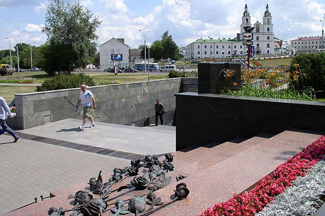 Вход на станцию метро «Немига», Минск, Беларусь.
