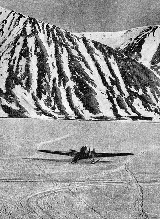 Самолет Анатолия Ляпидевского после приземления вбухте Провидения.