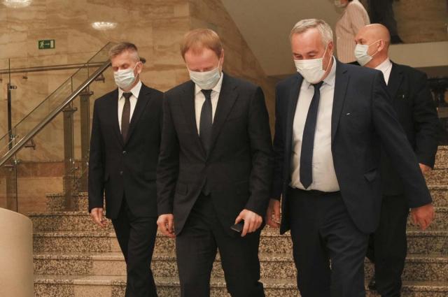 Каждый был в маске.
