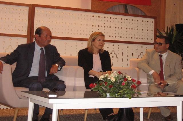 Министр туризма и ремёсел Туниса Сэльма Эллуми (в центре)