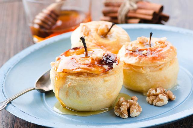 Яблоки с мёдом и корицей