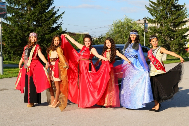 Областной телеутский конкурс красоты «Байат Кызы 2016» («Девушка с богатым именем»).