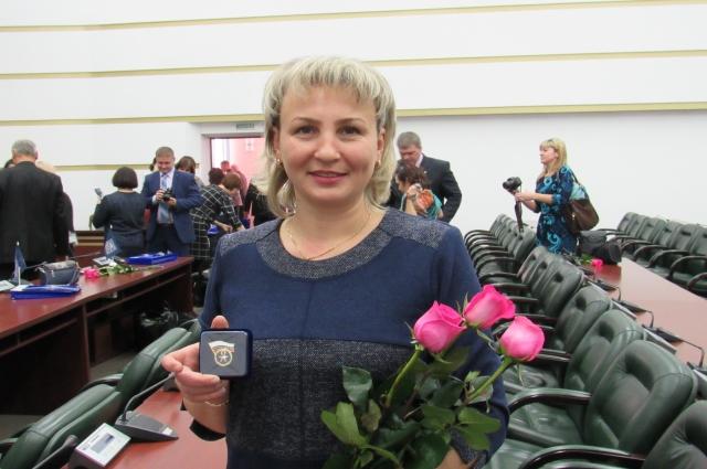 Технолог завода Наталья Карпова награждена почётным знаком «Отличник качества» - за добросовестный труд и стабильное качество работы.