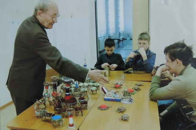Ветеран мечтает, чтобы молодое поколение продолжило его дело. Ветеран мечтает, чтобы молодое поколение продолжило его дело.