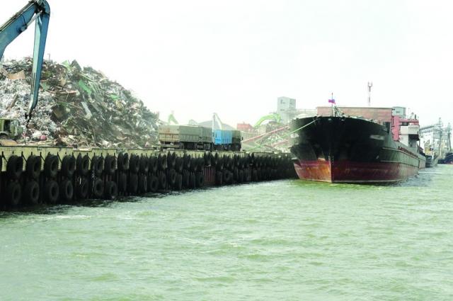 В департаменте положили конец загрязнению реки Дон при перевалке металлического лома.